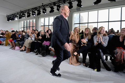 February-17th,-2016--Michael-Kors-takes-his-runway-bow-after-his-Fall-2016-show--copy_Image1-listview.jpg