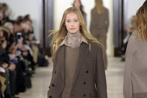 February-18th,-2016--Ralph-Lauren-Fall-2016---Runway--copy_Image1-listview.jpg