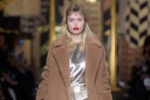February-29th,-2016--Max-Mara-Fall-2016---Runway--copy_Image1-listview.jpg