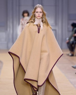 March-6th,-2016--Chloé-Fall-2016---Runway--copy_Image1-listview.jpg